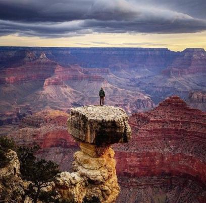 Marele Canion este unul dintre cele mai adânci canioane din lume. Situat pe Platoul Colorado, Arizona, SUA, în Parcul Național Grand Canyon