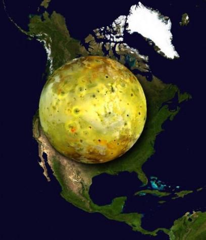 Io, satelitul lui Jupiter, în comparație cu America de Nord vizualizări